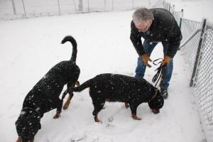 Lilla Ada och Gunvald i snön.