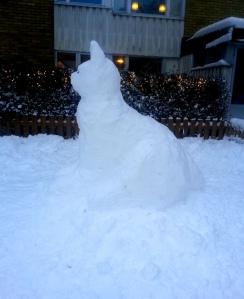 En 1,5 meter hög snöskapelse!