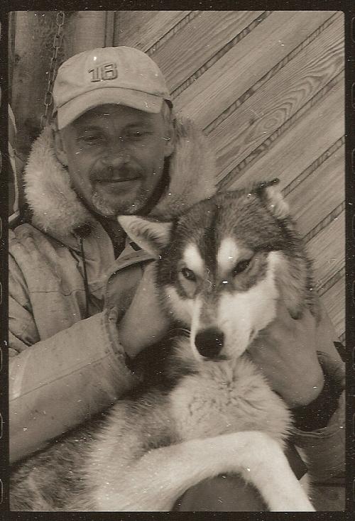 Men det finns ändå alltid tid att slappa och hundkela - Seth Sjöblom och Eagle
